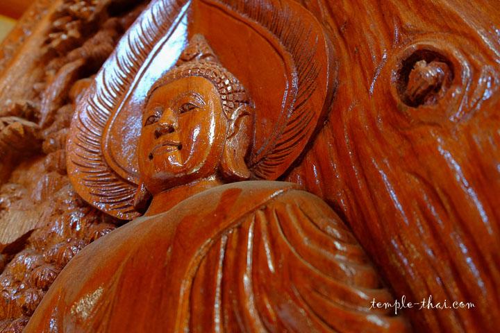 Bas-relief en bois
