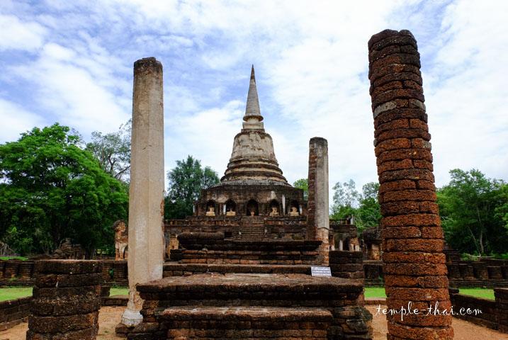 Wat Chang Lom Si Satchanalai