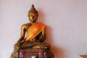 Bouddha dans le demi-cloitre
