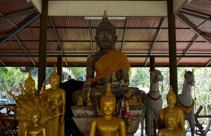 Wat Traiphum Khanachan