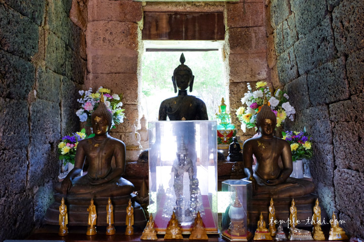 Luang Po Nil (หลวงพ่อนิล)
