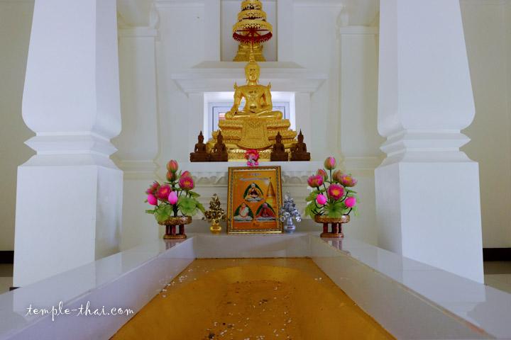 Wat Phra Phutthabat Tamo