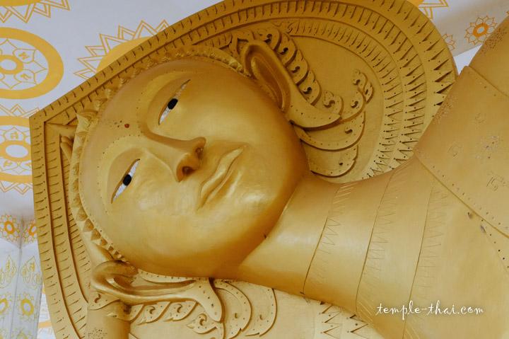 Statue nimbée