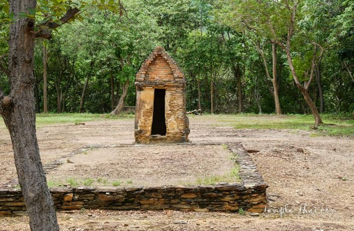 Wat Khao Phrabhat Noi