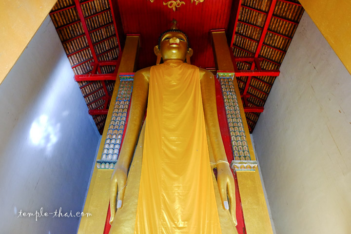 bouddha debout géant