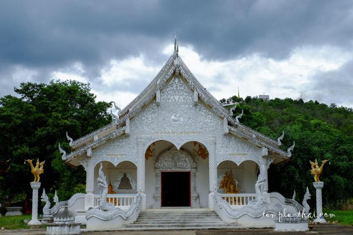 Wat Phra Chao Tho Muang Hot