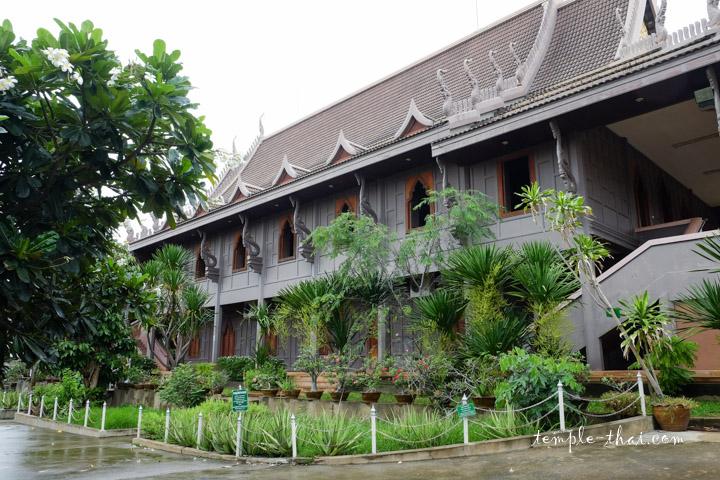 Wat Klang Ubon Ratchathani