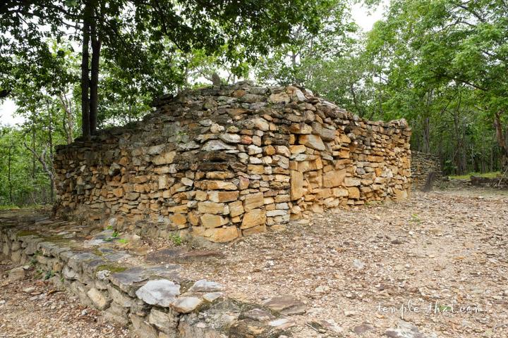 Stupa pierre