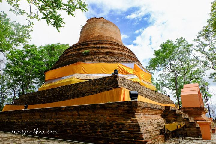 Phra Mahachai Chedi Si Samo Khlaeng