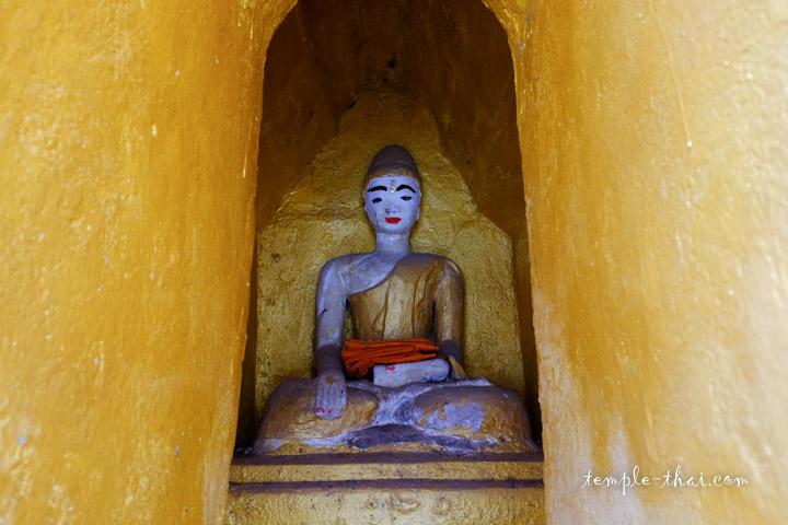 bouddha dans une niche