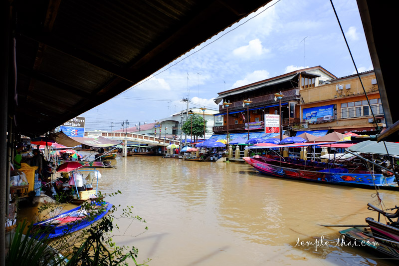 Marché flottant Amphaya