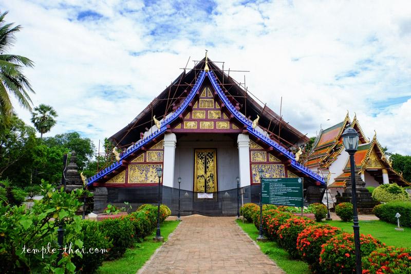 Wat Phra Borommathat Thung Yang