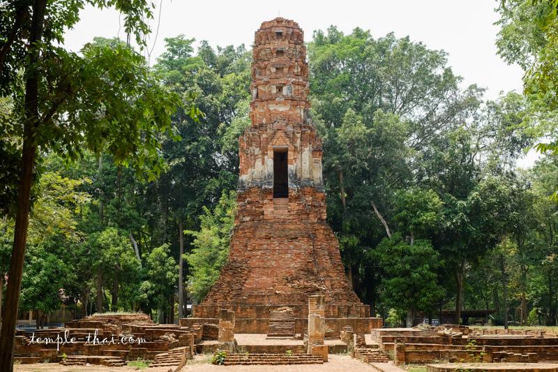 Wat Song Phi Nong Sankhaburi