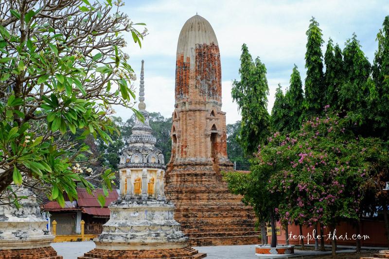 Wat Mahathat  Sangkhraburi